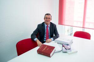 Miguel Olmedo Zafra es experto en viviendas turísticas y ley de construcción.